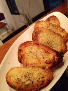 黒胡椒とパルメザンチーズのトースト